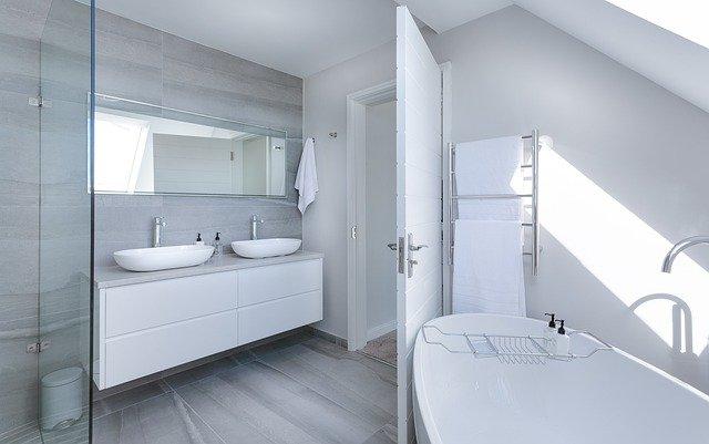 ארון אמבטיה עומד או תלוי