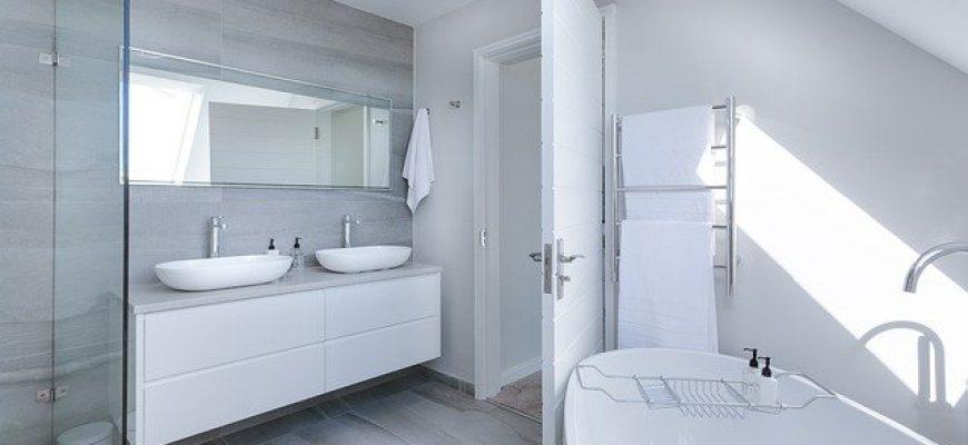 ארון אמבטיה עומד או תלוי – מה עדיף?